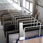 Zum Materiallager gehört auch ein umfangreiches Lager an Aluminiumblechen in den verschiedensten Stärken.