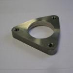 Beispiel einer Kombibearbeitung: Vorbearbeitung mit Wasserstrahlschneiden, Fertigbearbeitung per CNC-Bearbeitungszentrum.