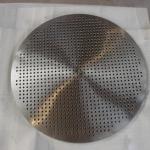 Kleine Bohrungen ganz groß: Wärmetauscherboden aus 1.4841, Ø 1550 mm 65 mm stark, mit kleinen Bohrungen Ø 9.5 mm CNC gebohrt